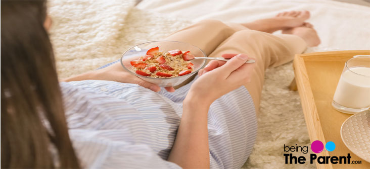 pregnant woman eating oats